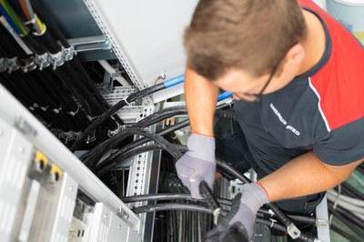 Wir sind der kompente Partner in Sachen Beratung, Planung, Ausführung und Wartung in den Bereichen Photovoltaik, Licht, Alarm, Audio/Video und BUS